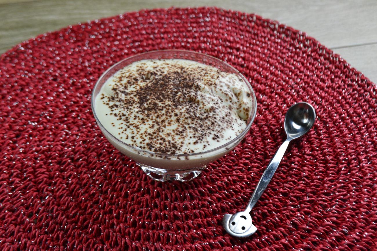 Dessert al pandoro con crema al mascarpone aromatizzata al caffè