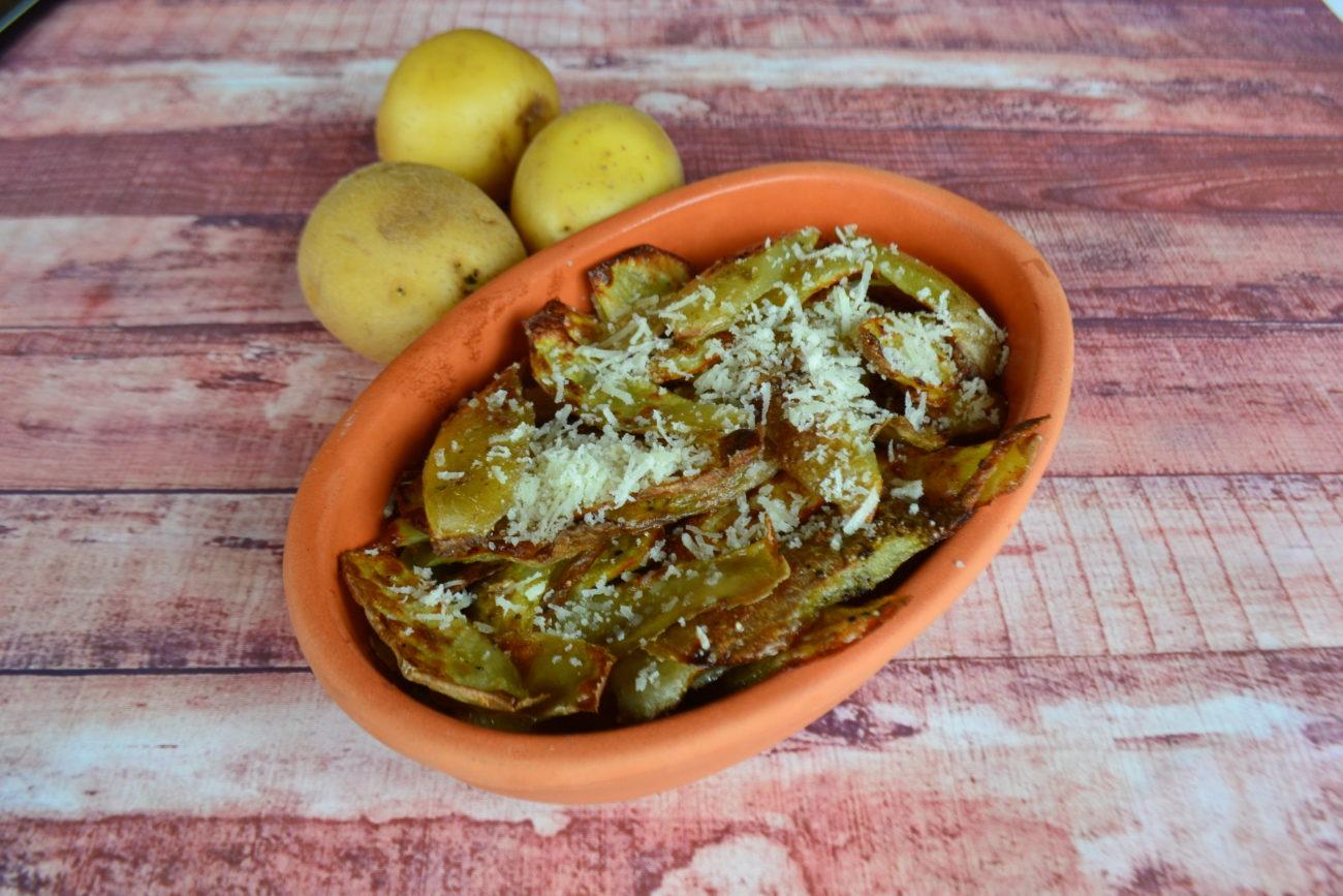 Chips di bucce di patate cacio e pepe
