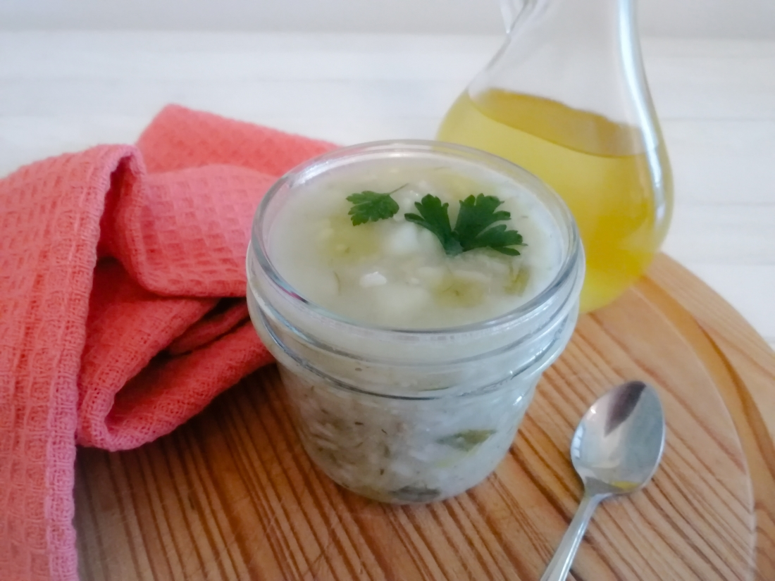 Zuppa di riso integrale con patate e cipollotto in vaso cottura